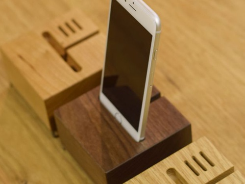 iPhone stand 003[sofa]